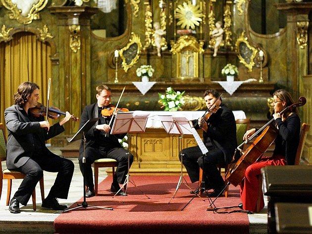 Výtěžek ze série koncertů věnuje Ettel Quartet na bustu vrchlabského houslisty Karla Halíře