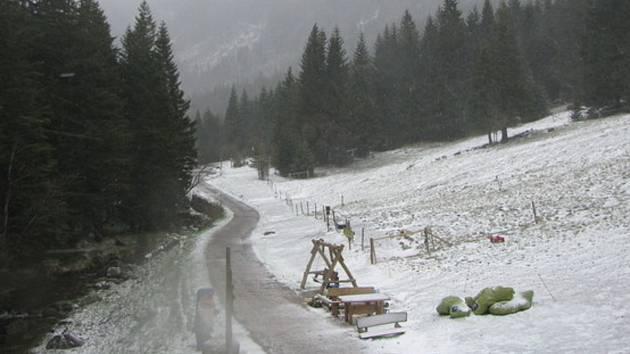 Sníh v Peci pod Sněžkou uprostřed května.
