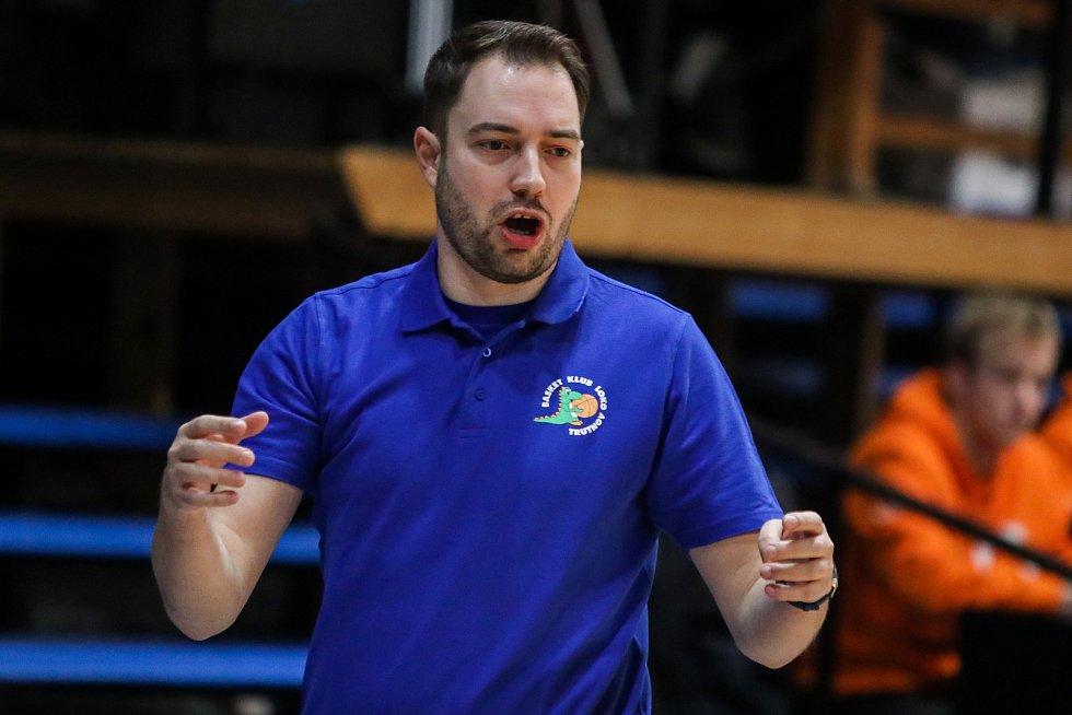 Utkání 10. kola Ženské basketbalové ligy: SBŠ Ostrava - BK Loko Trutnov, 5. prosince 2018 v Ostravě. Na snímku trenér Trutnova Michal Martišek.
