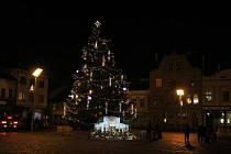 Rozsvícení vánočního stromu ve Dvoře Králové nad Labem.