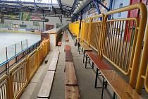 Jak snadné. Zimní stadion pod Hankovým domem je nyní takřka kompletně určen k sezení.