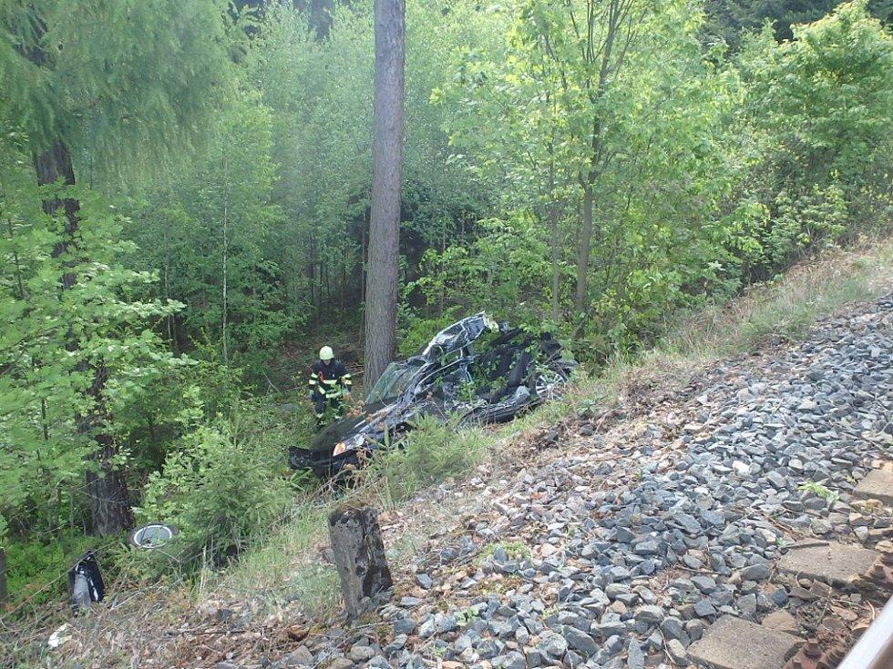 Střet osobního vozidla a vlaku měl tragické následky.