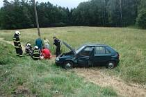 Zraněnou osobu našli mimo havarovaný vůz.