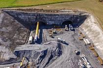 Výstavba úseku rychlostní silnice S3 v Polsku mezi městy Bolków a Kamienna Góra.