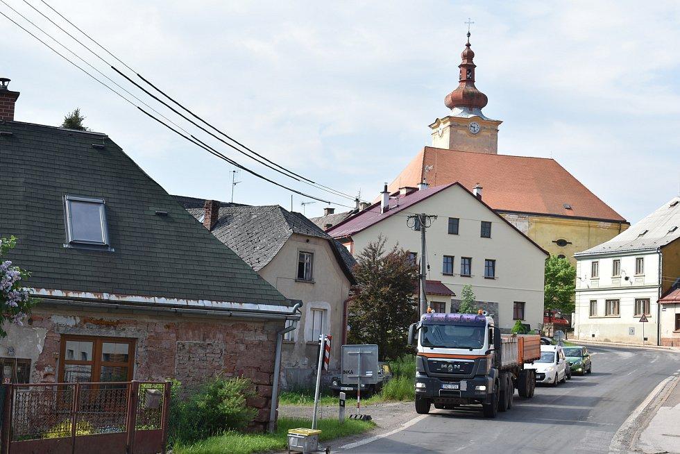 V Pilníkově začala zásadní rekonstrukce silnice první třídy a mostů mezi Chotěvicemi a Trutnovem.
