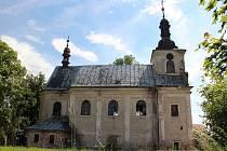 MAGICKOU ATMOSFÉRU má bezesporu kostel Nejsvětější trojice ve Fořtu mezi Rudníkem a Černým Dolem. Otázkou je, zda za čas kromě omítky nezačnou padat také jeho zdi.