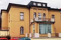 BUDOVA UMĚLECKÉ ŠKOLY trpí děravou střechou. Investice města má škodám zamezit a rozšířit prostory.