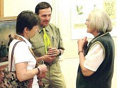 VERNISÁŽE výstavy v žacléřském muzeu se zúčastnila také Věra Níčová (vpravo), autorka vystavených kreseb.