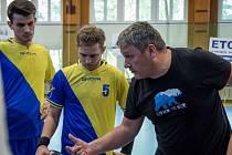 HODNĚ PRÁCE bude mít v letní přestávce trenér Dvora Králové Michal Picha. Hráče bude připravovat na další sezonu v I. lize.