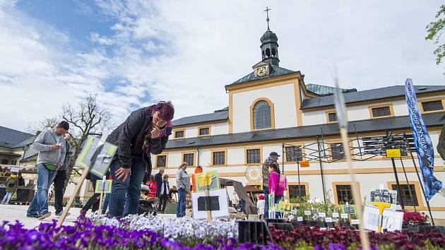 Zahradnické trhy na nádvoří barokního areálu Hospitálu Kuks.