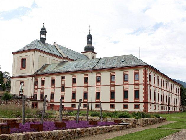 V ROCE 1705 založil hrabě Maxmilián z Morzinu augustiniánský klášter ve Vrchlabí. Od roku 1943 v něm sídlí Krkonošské muzeum. Teď má před sebou víceletou rozsáhlou rekonstrukci.