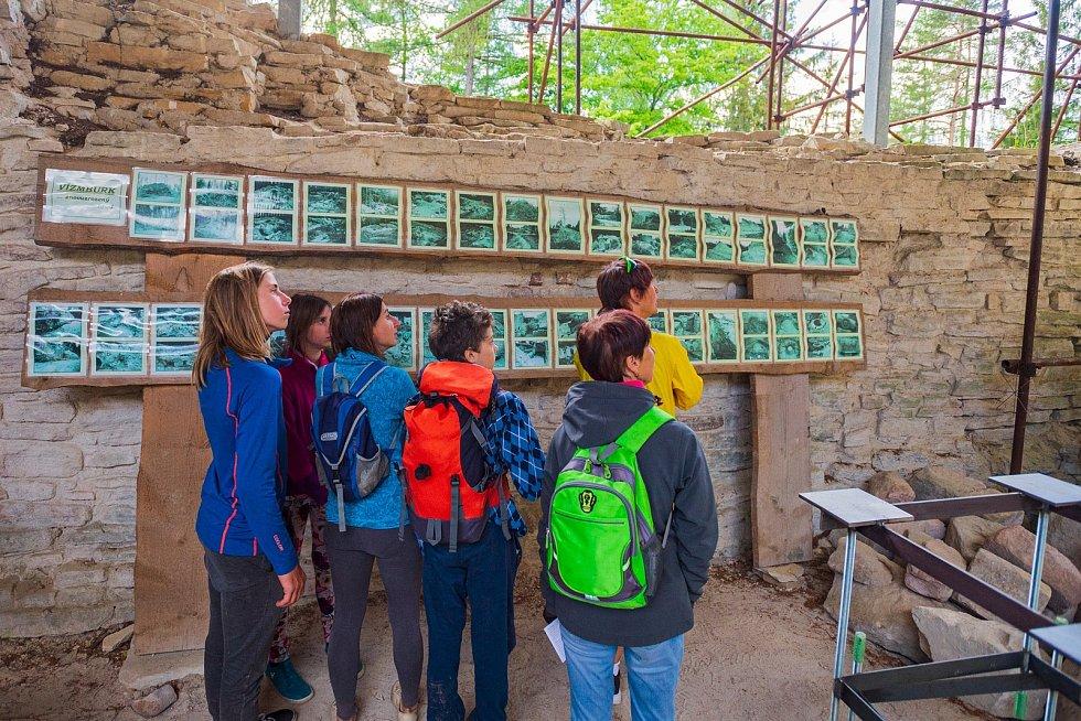 Lidé se přišli podívat na havlovický hrad Vízmburk při dni otevřených dveří.