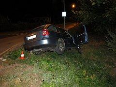 Bouračka ve Vrchlabí. Řidič byl opilý.