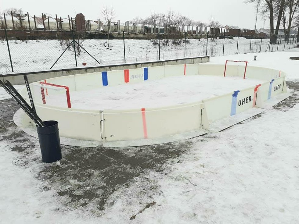 Ve Středisku volného času na Nivách v Trutnově otevřeli ve venkovním areálu středisko zimních sportů.