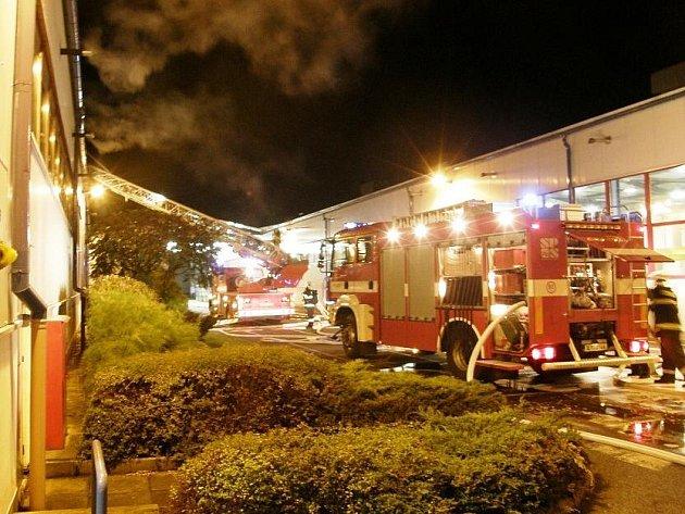 Při požáru kalícího oleje v prostorách technologické linky na výrobu pevnostní spojovací techniky soukromé firmy sídlící v části Nudvojovice obce Turnov vznikla škoda za více než čtyři miliony korun.