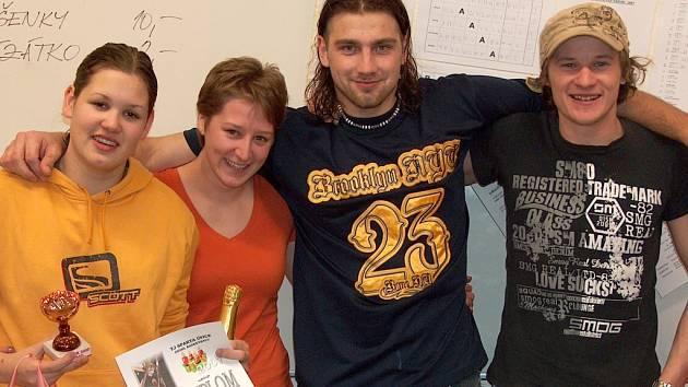 VÍTĚZNÁ LVÍČATA – zleva: Monika Friebelová (nejlepší hráčka turnaje), Petra Friebelová, Martin Kejzlar, Jaroslav Kulhánek.