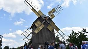 Větrný mlýn v Borovnici je hotový