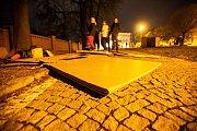 Noc venku 2018 ve Dvoře Králové nad Labem. Lidé si vyzkoušeli jaké je přespávat venku a to i v zimně jen s kartony.
