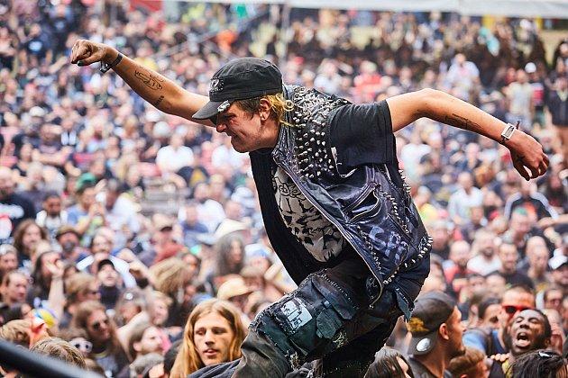 Fanoušci se užívají plnými doušky festival nejtvrdší hudby Obscene Extreme vTrutnově.