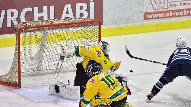 Hokejisté vrchlabského Stadionu v derby přehráli Dvůr Králové nad Labem 5:2.