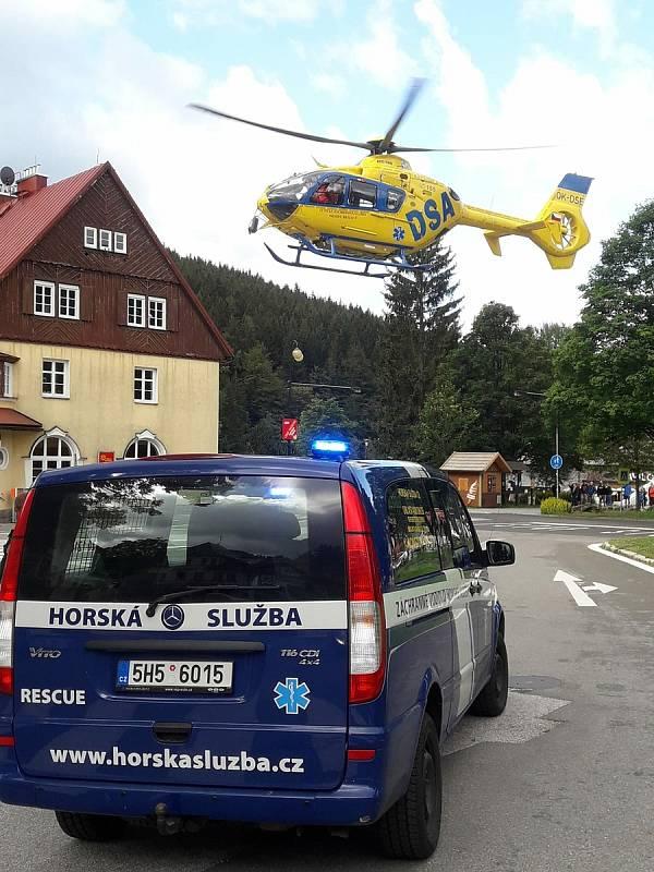Horská služba Krkonoše měla během pondělí a úterý plno práce, v okolí Špindlerova Mlýna zasahovala u pěti případů.