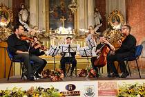 EPOQUE QUARTET A IRVIN VENYŠ vystoupili na koncertu v kostele sv. Václava v Kocléřově. Tleskal jim zaplněný sál.