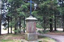 Křížek opravili, text desky ale nenašli