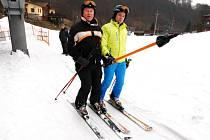 """V PROVOZU JSOU I OBA AREÁLY v Prkenném Dole u Žacléře. """"Pojedeme ještě toto pondělí a pak se uvidí. Sníh je, bude záležet na zájmu lidí,"""" řekl Tomáš Ticháček ze střediska Arrakis."""