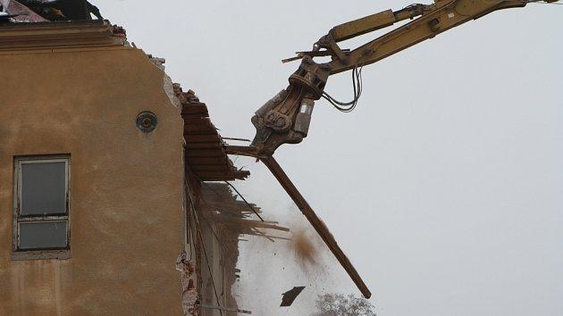 Nejstarší dochovaná průmyslová stavba v Trutnově jde k zemi