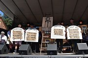 BYL TO NÁŘEZ. Tak komentovali účastníci letošní Maršovské pouti koncert Hudby Praha na náměstí v krkonošské obci. Kapela s frontmanem Michalem Ambrožem v sobotu před půlnocí roztančila rynk v Horním Maršově. Produkci v neobvykle chladné noci pak uzavřela