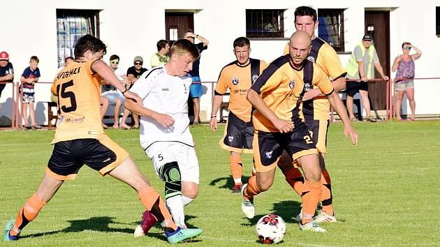 245 DIVÁKŮ si našlo cestu na zápas Javornice proti Solnici. Domácí tým si v něm překvapivě vyšlápl na účastníka I. A třídy.