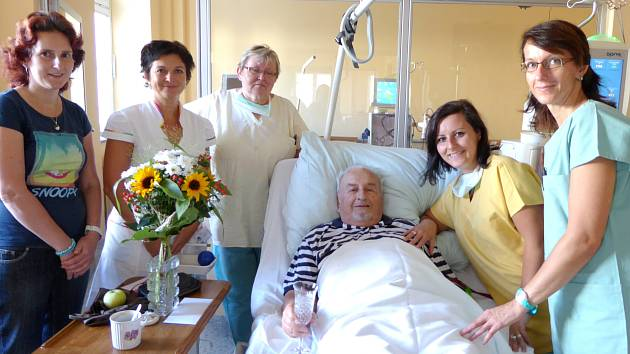 Trutnovská dialýza má nový velín sester a dřevěné postele