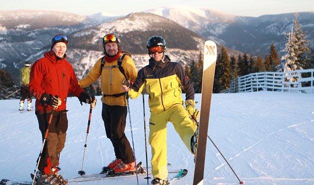 ZIMNÍ SEZONA se rozjíždí, lidé mohou vyrazit do krkonošských skiareálů na lyže isnowboardy.