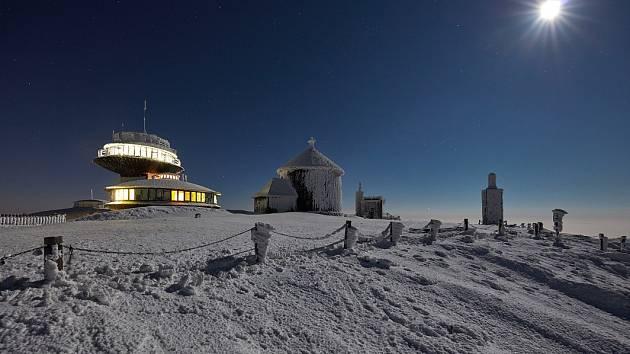 Horská výprava za unikátním měsícem i půlnoční Sněžkou