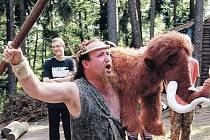 Dvoutýdenní pobyt královédvorských sokolů zpestří celotáborová hra. Tentokrát zvolili pořadatelé námět z doby pravěku, a tak se promění táborníci v lovce mamutů.