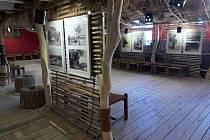 Tajemný Stanko Vráz vystavuje ve dvorské galerii Tengenenge.