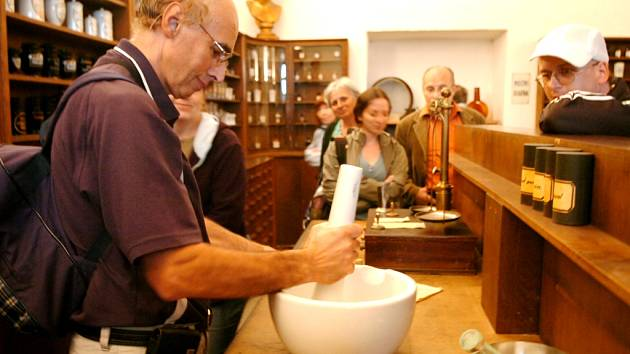 NÁVŠTĚVNÍ SEZONA V KUKSU začíná o víkendu a opět bude možné navštívit i Farmaceutické muzeum.