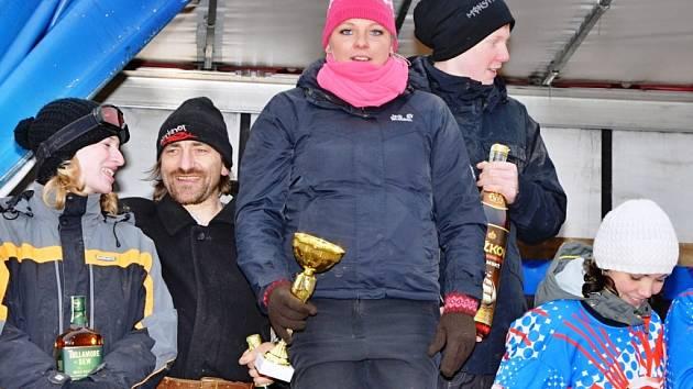DENISA VAŇKOVÁ, jezdkyně  ze stáje Teri z Horního Lánova a lyžař Čeněk Jon si v Martinicích vyjeli nejvyšší příčku v závodech horseskijöringu.