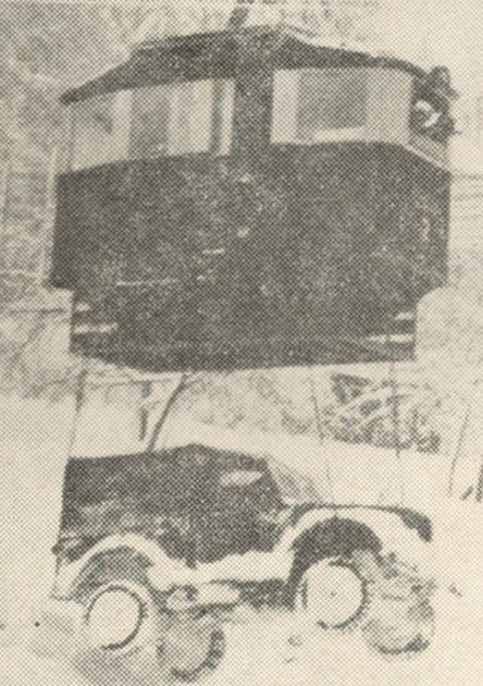 Lanovka svážela zČerné hory dokonce ilegendární vůz GAZ. Zajímavá byla dobová popiska fotografie: Jedna prosincová noc a GAZ by zůstal bez našeho přispění na Černé hoře do května.