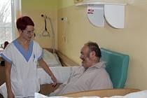 Do některých nemocnic míří dobrovolníci. Budou i v Trutnově.