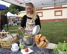 Food festival v klášterní zahradě.