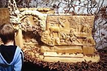 DŘEVOŘEZBA Betléma, miniatury Braunova Betléma v Novém lese u Kuksu, pochází z dílny dvorského rodáka Leoše Pryšingera. Za svůj přínos k zachování lidové kultury byl řezbář oceněn.