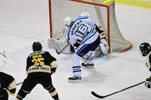 Vrchlabští hokejisté na vlastním ledě ve šlágru 24. kola II. ligy porazili Sokolov těsně 1:0.
