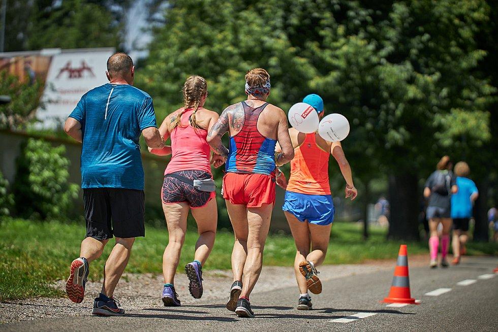 Tradiční závod v Trutnově. Účastníci bojovali s vedrem.