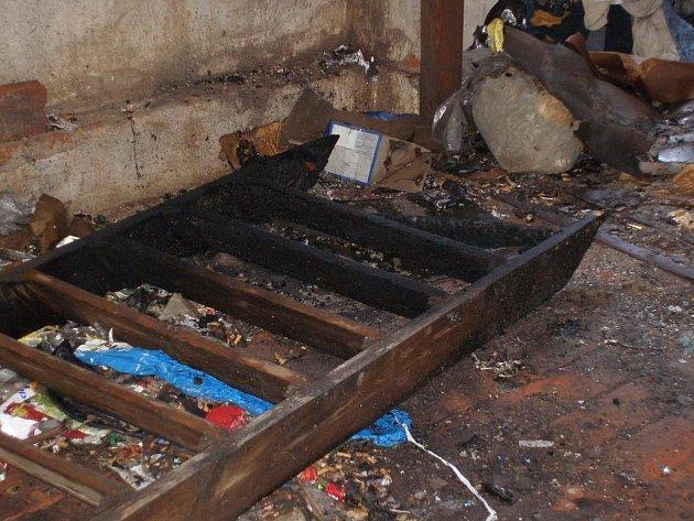 V opuštěném domě uhořeli dva bezdomovci