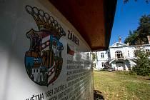 Zámek v Horním Maršově pochází z roku z 1792.