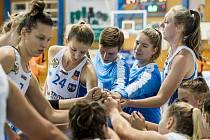 Basketbalistky BK Loko Trutnov vyhrály ve středu vysoko ve Strakonicích 102:62. První body v ženské lize si připsaly Eliška Linhartová a Anna Hrabětová.