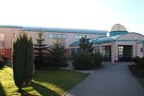 Dějištěm volejbalového derby byla královédvorská sportovní hala při ZŠ Strž.