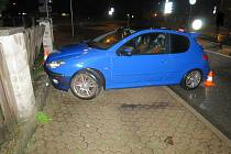 Opakovaně provedené dechové zkoušky na alkohol prokázaly u šoféra Peugeotu 206 pozitivní hodnoty 1,28 a 1,31 promile.