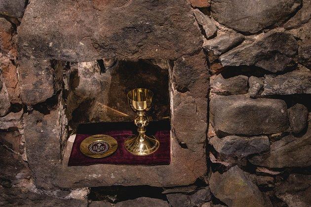 Vopraveném zahradním domku jilemnického zámku byla vsobotu slavnostně otevřena nová expozice Krkonošského muzea vJilemnici, která se týká významného objevu gotického kostela sv. Alžběty z13. století a hraběte Harracha.